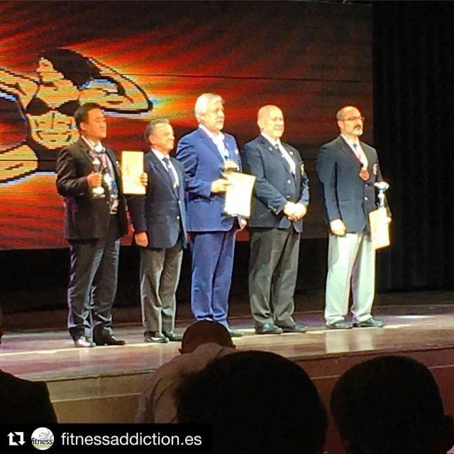 Repost fitnessaddictiones getrepost  medalla de bronce por equipos enhorabuenahellip